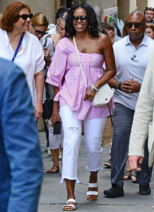 *PREMIUM-EXCLUSIVE* Michelle Obama goes sightseeing in Montalcino